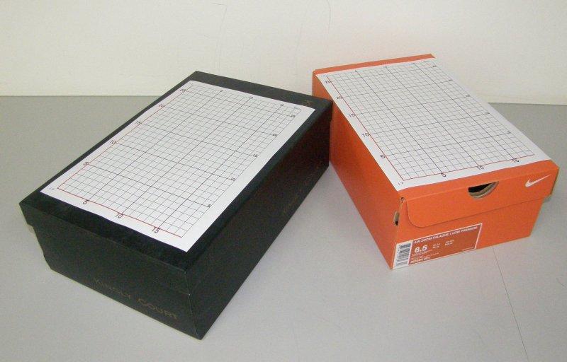 足の画像を撮影する為準備する箱の写真